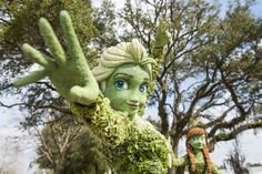 Anna & Elsa Topiary Flower & Garden Sneak Peek! | The Disney Blog