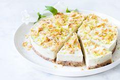 Vegan kokos limoencheesecake – Zoetrecepten – Famous Last Words Vegan Sweets, Healthy Sweets, Healthy Baking, Raw Food Recipes, Sweet Recipes, Healthy Cake, Bowls, Vegan Cheesecake, Lime Cheesecake