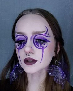"""""""I used the Anime Dreams palette for this look and I'm happy to report that the purples (Rem & Mouse) dont stain my skin at all! 🦋🍇 (Inspired by Edgy Makeup, Eye Makeup Art, Crazy Makeup, Makeup Goals, Makeup Inspo, Makeup Inspiration, Beauty Makeup, Makeup Eyes, Maquillage Halloween"""