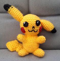 Liten Pikachu En lite mindre Pikachu, 10-11 cm, som får plats att bo i en Pokéball .  Virknål 4 mm.   Gult, svart oc...