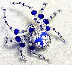 Best 10 How to make a beautiful bead and crystal spider. Dimensions approx x Requires wire and a selection of beads and crystals. Easy to make The beauty of this design is that it makes a sturdy spider that wont fall apart easily. Wire Jewelry, Jewelry Crafts, Beaded Jewelry, Jewelery, Handmade Jewelry, Jewelry Bracelets, Beaded Crafts, Beaded Ornaments, Christmas Spider
