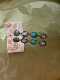 Biju- brinco grande em cobre com chatons rosa e azul turquesa