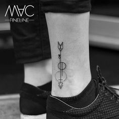 Jeder bestimmte seine eigene Richtung #arrow #pfeil #grafic #grafictattoo #linework #linetattoo #circle #foot #tattooofinstagram #friedrichshain #stilbruch #stilbruchtattoo #macfineline #macfinelinetattoo #circle #smalltattoo #smalltattoos #littletattoo #filigran #filigree #filigreetattoos #arrowtattoo #berlintattooartist #ink #inked #inkedgirl #inkstagram