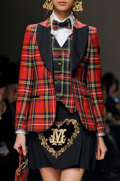 Moschino at Milan Fashion Week Fall 2013 - Details Runway Photos Runway Fashion, High Fashion, Milan Fashion, Mode Tartan, Tweed, Concept Clothing, Tartan Fashion, Bcbg, Scottish Fashion