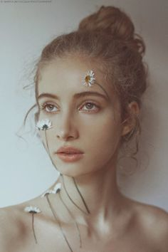 Another portrait of with flowers on her face Face Photography, People Photography, Artistic Photography, Creative Photography, Concept Photography, Photography Flowers, Photo Portrait, Portrait Art, Aesthetic People