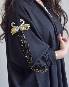 Best 12 Abaya by Dhoha al nahari – Page 611363718138437017 Embroidery On Kurtis, Kurti Embroidery Design, Embroidery Fashion, Iranian Women Fashion, Arab Fashion, Pakistani Dress Design, Pakistani Dresses, Abaya Designs, Blouse Designs