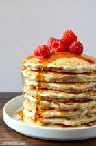 Raspberry Oatmeal Pancakes Recipe (via Just a Taste) Oatmeal Pancakes, Breakfast Pancakes, Breakfast Items, Sweet Breakfast, Breakfast Recipes, Brunch Recipes, Raspberry Pancakes, Greek Yogurt Pancakes, Greek Yoghurt