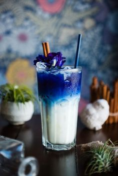 Candy Drinks, Dessert Drinks, Fun Drinks, Drinks Alcohol Recipes, Tea Recipes, Coffee Recipes, Refreshing Drinks, Summer Drinks, Colorful Drinks