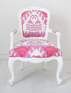 Painted white chair with Quadrille fabric - Kazak Upholstered Furniture, Furniture Decor, Painted Furniture, Refurbishing Furniture, Colorful Chairs, Cool Chairs, Josie Loves, Painted Chairs, Take A Seat