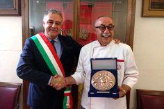 San Gimignano, il sindaco Bassi riceve il gelatiere Dondoli ''Maestro d'arte e mestiere''