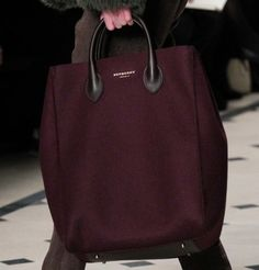 Maxi shopper prugna Burberry - Modello color prugna tra le borse Autunno/Inverno 2015/2016
