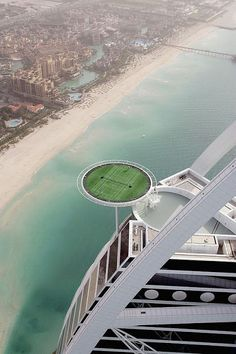 Amazing, but I doubt I could concentrate on tennis up there... ------> Tennis Court, Burj Arab, Dubai.