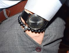 Masculine mens bracelet featuring 8 mm Black Matte Onyx Beads and a silver tone metal skull bead. Fits any dress style. A Cool mens bracelet that youll find yourself wearing every day! A handsome piece of mens jewelry any guy would love! This stylish mens bracelet can be worn alone or stacked with other AlterDeco bracelets for a trendy look.  ► Your bracelet comes with a beautiful pouch, ready to be offered as a gift! Details: 8 mm Black Frost, Matte Agate Beads One silver tone metal Skull… Cool Mens Bracelets, Beaded Bracelets, Agate Jewelry, Agate Beads, Metal Skull, Skull Bracelet, Beaded Skull, Gifts For Father, Boyfriend Gifts