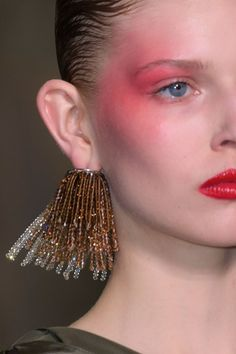 See All the Chic Hair and Makeup Looks From Paris Fashion Week Hair and Makeup Spring/Summer 2017 Makeup Trends, Makeup Inspo, Makeup Inspiration, Style Inspiration, Runway Makeup, Eye Makeup, Hair Makeup, Beauty Makeup, Make Up Looks