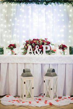 Dekoracja sali weselnej Jarzębina w Wilczycach. Czerwone róże, piękna ścianka LED za Parą Młodą, świece i dodatki - wspaniała dekoracja weselna! Wedding Places, Our Wedding, Wedding Venues, Dream Wedding, Wedding Halls, Let's Get Married, Fun Wedding Invitations, Perfect Wedding, Backdrops