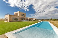 This lovely finca in Campos is a huge, neutral and amazing construction where wood and stone are the main stars.