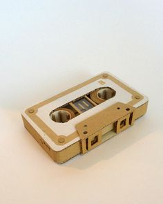 Cardboard Cassette Tape Cardboard Model, Cardboard Design, Cardboard Sculpture, Cardboard Paper, Cardboard Crafts, Cinema Party, 8th Grade Art, Easy Easter Crafts, School Art Projects