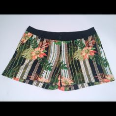 "Mossimo Printed Shorts Mossimo Printed Shorts have only been worn once. Condition: Excellent. Measurements: Waist - 32"" Inseam - 4"" Rise - 8 3/4"" . Materials: 100% Polyester. If you gave any questions or would like to see more pictures please feel free to comment below. Mossimo Supply Co Shorts"