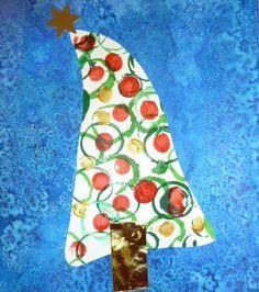 Des photos des cadeaux de Noël fabriqués pour les parents : un photophore (pot de verre recouvert de colle à papier peint puis de morceaux de papier de soie déchiré) bien emballé dans une jolie boîte aux couleurs de Noël(fond à l'encre, traits verticaux...