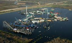 What Hurricane Katrina did to New Orleans & Six Flags, this photo is of New Orleans,LA, on Sept. This was Six Flags Over Louisiana still submerged two weeks after Hurricane Katrina caused levees to fail in New Orleans. Nagasaki, Hiroshima, Six Flags New Orleans, Abandoned Theme Parks, Abandoned Amusement Parks, Fukushima, Lombok, Ansel Adams, Abandoned Buildings
