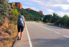 Llegando a #lasmedulas  . #jakobsweg #stjamesway #theway #pilgerweg #pilgern  #iperegrinos  #pilgrims #caminosantiago #caminodesantiago #elcaminodesantiago #buencamino #pilgrimage #peregrina #peregrinacion #ultreia #peregrinos #peregrina #senderismo #trekking  #hiking  #viaje #travel #walking #wayofstjames