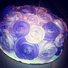 Purple Rose cake  Photo by amandacupcake • Instagram