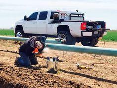 Cool welder Chevy Duramax, Lifted Chevy Trucks, Gmc Trucks, Diesel Trucks, Welding Careers, Welding Services, Pipeline Welders, Rig Welder, Welding Trucks