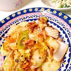 下にはカリカリじゃがいも(*^^*) - 12件のもぐもぐ - シーフードと野菜のレモン塩焼き・白和え by meguri29