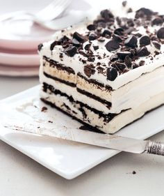 Easy ice cream sandwich cake, with all the differint ice cream bars this could be a masterpiece even for someone who is that creative with desserts Yummy Treats, Sweet Treats, Yummy Food, Oreo Treats, Yummy Cookies, Sugar Cookies, Think Food, Love Food, Cream Cake