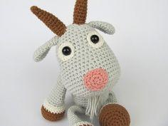 Ziege Lisa Häkelanleitung  Detaillierte Anweisungen und Bilder helfen Ihnen die Ziege zu erstellen.  *Material:*  -Strickgarn mit ca. 150m/50g (Polyacryl) oder 120m/50g (Baumwolle) z.B....
