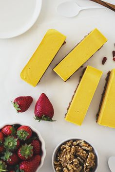 This Cheesecake looks and tastes like summer!! 100% plant-based, gluten free, naturally sweetened and very easy to make. #vegan #recipe