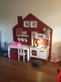 Living Great ideas for the children& play corner. You can read all tips and inspiration on how to set up such a play corner here at MakeOver. Kids Corner, Play Corner, Toy Rooms, Kids Rooms, Kids Room Design, Little Girl Rooms, Kid Spaces, Kids Decor, Girls Bedroom