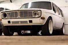 lägger ut min kära 145.  Spec på motorn!. 552hp / 660nm Block: B230 -93 Topp: 531 portad Kam: S277 - 112 Kam Fjädrar: Fjädrar agap Stakar: H-profil Kolvar: Volvo turbo kolvar planad Grenrör: eget till verkat pulsplitt grenrör med 48mm utv dim Insug: ...