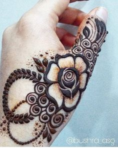 No photo description available. Floral Henna Designs, Finger Henna Designs, Mehndi Designs Book, Modern Mehndi Designs, Mehndi Design Pictures, Wedding Mehndi Designs, Mehndi Designs For Fingers, Beautiful Henna Designs, Latest Mehndi Designs