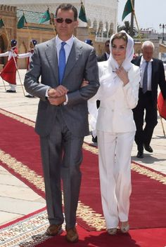 Spain's King Felipe VI and his wife Queen Letizia arrive to visit the Mohamed V mausoleum in Rabat on July 2014 .The new King and Queen of Spain are on a two-day visit to Morocco. Get premium, high resolution news photos at Getty Images Spanish Royalty, Classy People, Spanish Royal Family, Charlotte Casiraghi, Professional Attire, Queen Letizia, Love Her Style, Royal Fashion, Fashion Pants