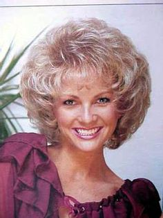 Health Hair Care Advice To Help You With Your Hair. Do you feel like you have had way too many days where your hair goes bad? Teased Hair, Bouffant Hair, Retro Hairstyles, Wig Hairstyles, Hairstyle Hacks, Bad Hair, Hair Day, 1960s Hair, Hair Looks