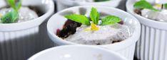 Slivkovo - datľový crumble   Svet zdravia Pudding, Desserts, Food, Tailgate Desserts, Deserts, Custard Pudding, Essen, Puddings, Postres