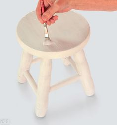 Diy Stool, Diy Chair, Decoupage Table, Rose Crafts, Cottage Crafts, Acrylic Table, Cool Kitchen Gadgets, Painted Chairs, Wood Resin