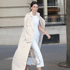 This Cool Girl Trend Is Actually Quite Dorky How to Wear Round Glasses: Celebs Make a Chic Case for the Dorky Specs Kendall Jenner, Paris Fashion Week Kendall Jenner Estilo, Kris Jenner, Look Fashion, Fashion Outfits, Womens Fashion, Paris Fashion, Fashion Skirts, Petite Fashion, 70s Fashion
