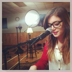 she looks good with those glasses wait...she always looks good haha