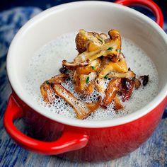 En enkel og rask soppsuppe med fløte, sjalottløk og kantareller. Ferdig på en halvtime!