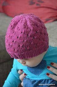 Čepice pletená do kruhu ozvláštněná jednoduchým dírkovým vzorem. Velikost je možné jednoduše zvětšit či zmenšit přidáním nebo ubráním počáte... Knitted Hats, Crochet Hats, Knitting Patterns, Children, Handmade, Babies, Fashion, Costumes, Tricot