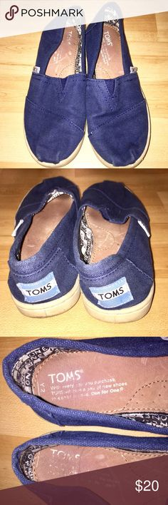 REG💲2️⃣0️⃣TOMS Navy Blue Flats TOMS Navy Blue Flats in youth size 2 come in preloved and good condition with lots of life left! I am a small women's size 5 and these fit me PERFECTLY :) Navy blue with tan trim! My prices fluctuate from time to time. Catch items when the prices are low!❤️ TOMS Shoes