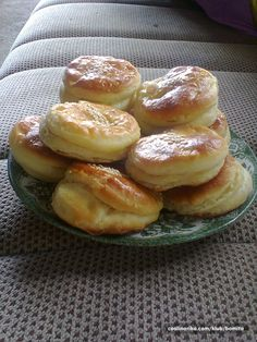 Donut Recipes, Baking Recipes, Savoury Dishes, Food Dishes, Pogaca Recipe, Breakfast Recipes, Dessert Recipes, Cake Recipes, Kolaci I Torte