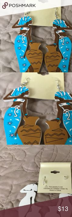 The African Working Woman earrings. Lovely earrings depicting an African Woman at work. This artist is truly talented. Just look at the detail. Jewelry Earrings
