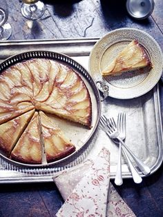 Winter ginger, pear and almond cake - from the Jamie Oliver magazine, Christmas edition 2012 Celebrating Christmas with a gluten-free friend - may try this! Pear Recipes, Sweet Recipes, Cake Recipes, Dessert Recipes, Healthy Recipes, Jelly Recipes, Vegetarian Recipes, Pear And Almond Cake, Almond Cakes