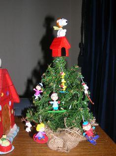 peanuts winter mini tree - Peanuts Indoor Christmas Decorations