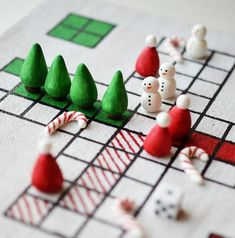Christmas DIY Board Game | Learn how to make a board game with this Christmas craft!