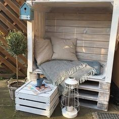 Outdoor Furniture Plans, Diy Pallet Furniture, Cozy Furniture, Furniture From Pallets, Palette Garden Furniture, Old Pallets, Recycled Pallets, Crafts Out Of Pallets, Wood Pallet Crafts