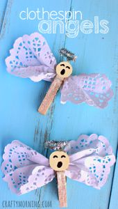 Awesome Clothes For Kids Clothespin Angel Craft Using Doilies - Christmas/Religious craft for kids Preschool Christmas, Christmas Activities, Preschool Crafts, Kids Christmas, Christmas Ornaments, Christmas Parties, Christmas Crafts For Kids To Make At School, Christmas Trees, Christmas Cactus